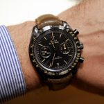 Mains Sur Replique Montre Omega Speedmaster Dark Side of the Moon Vintage Black Revue
