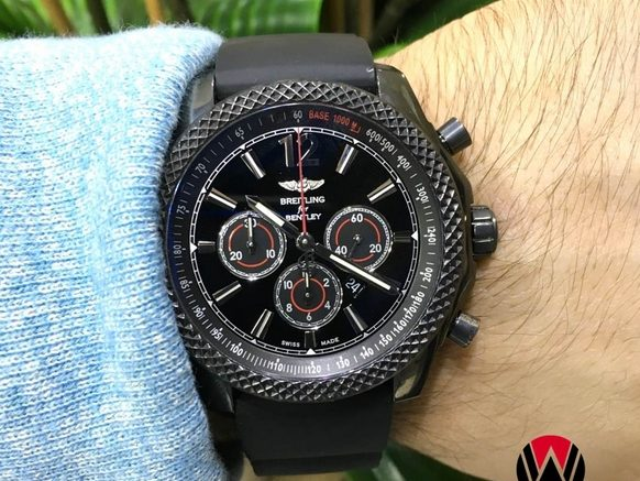 Replique Montre Breitling Bentley Barnato 42 Midnight Carbon Mains Sur