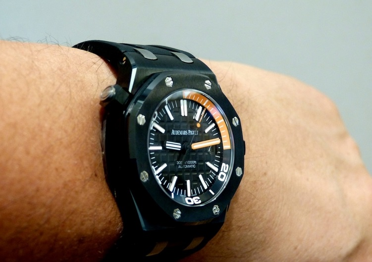 Replique Montre Audemars Piguet Royal Oak Offshore Diver Ceramique Noir